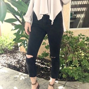 Free People Busted Knee Raw Hem Cropped Jeans!